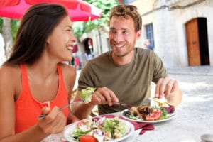 eating out smarter healthy couple